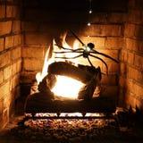 La araña desciende por el spinnaret iluminado imágenes de archivo libres de regalías