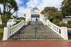 La arcada del monumento de guerra en Picton, Nueva Zelanda imágenes de archivo libres de regalías