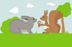 La ardilla divertida ofrece la seta al conejo Foto de archivo libre de regalías