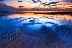 La arena en puesta del sol es colorida Imagen de archivo libre de regalías