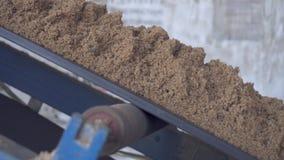 La arena es entregada por el transportador Arena en el transportador almacen de video
