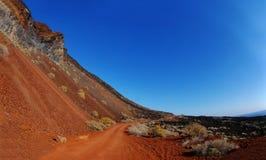 La arena y las rocas rojas en la cala de Tacoron, EL Hierro Imagen de archivo libre de regalías