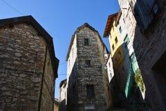 La arquitectura de la ciudad de Casso, en Longarone, notorio para la tragedia de Vajont en octubre de 1963 fotos de archivo