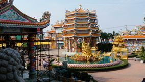 La arquitectura del templo chino Bangsaen en Tailandia almacen de video