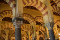 La arquitectura imponente en la mezquita-catedral de Mezquita en Córdoba Foto de archivo libre de regalías
