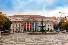 La arquitectura y el mosaico del piso en Rossio histórico ajustan en Portugal Foto de archivo libre de regalías
