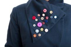 La artesanía creativa con los botones coloreados cosió en coll de la chaqueta Imagen de archivo libre de regalías