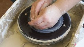 La artesanía cursa la arcilla de modelado de la afición de la cerámica almacen de video