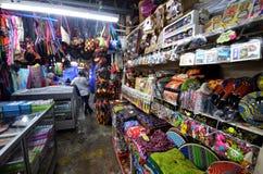 La artesanía vendió en el mercado filipino en Kota Kinabalu Fotografía de archivo