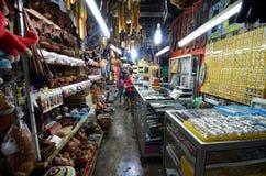 La artesanía vendió en el mercado filipino en Kota Kinabalu Imagenes de archivo