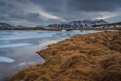 La aspereza del paisaje islandés foto de archivo