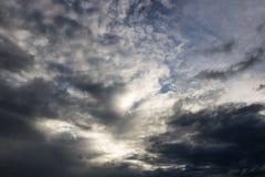 La atmósfera y la nube del cielo antes de la lluvia Fotografía de archivo
