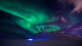 La aurora boreal en las montañas de Svalbard, Longyearbyen, Spitsbergen, papel pintado de Noruega Fotografía de archivo libre de regalías