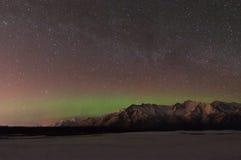 Aurora boreal y la vía láctea Fotos de archivo