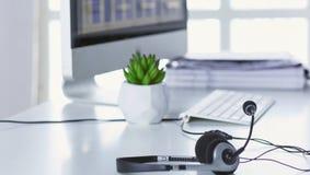 La ayuda, el centro de atención telefónica y el servicio de atención al cliente de comunicación ayudan al de foto de archivo libre de regalías