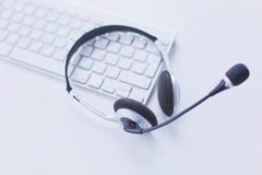 La ayuda, el centro de atención telefónica y el servicio de atención al cliente de comunicación ayudan al de imagen de archivo libre de regalías