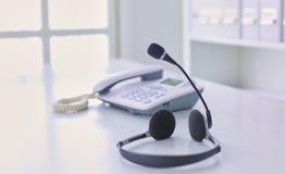 La ayuda, el centro de atención telefónica y el servicio de atención al cliente de comunicación ayudan al de imagen de archivo