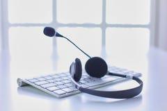La ayuda, el centro de atención telefónica y el servicio de atención al cliente de comunicación ayudan al de foto de archivo