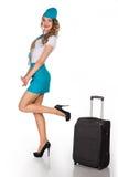 La azafata hermosa sostiene equipaje Fotos de archivo libres de regalías