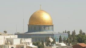 La bóveda de la roca 4k recorre con dificultad la ciudad vieja de la Explanada de las Mezquitas de Jerusalén almacen de metraje de vídeo