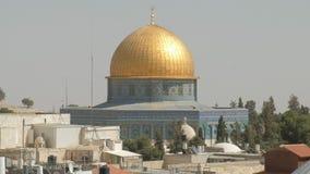 La bóveda de la roca recorre con dificultad la ciudad vieja de la Explanada de las Mezquitas de Jerusalén almacen de metraje de vídeo