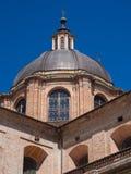 La bóveda del ladrillo del renacimiento de la catedral de Urbino, Italia Foto de archivo libre de regalías