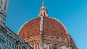 La bóveda del timelapse de Santa Maria del Fiore de los di de la basílica que es el Duomo de la iglesia de la catedral de Florenc metrajes