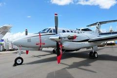 La búsqueda y el rescate de rey Air 350 ER acepillan en la exhibición en Singapur Airshow 2012 Imagen de archivo