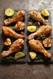 La bacchetta di pollo ha fritto con le spezie, le erbe ed il limone Immagine Stock Libera da Diritti