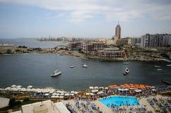 La bahía de San Jorge, St. Julians, Malta Imágenes de archivo libres de regalías
