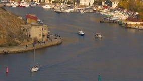 La bahía del mar de la ciudad metrajes
