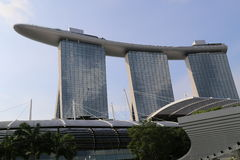 La bahía del puerto deportivo enarena el hotel en Singapur Foto de archivo libre de regalías