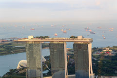 La bahía del puerto deportivo enarena el hotel en Singapur Imagen de archivo