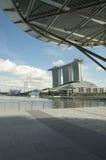 La bahía del puerto deportivo enarena la opinión posterior del centro turístico Fotografía de archivo libre de regalías