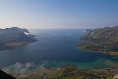 La bahía, el pueblo, las montañas y el océano 2 Imagen de archivo libre de regalías