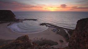 La bahía mágica en la salida del sol almacen de video