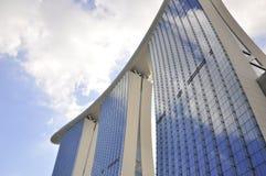 La bahía del puerto deportivo enarena la configuración Singapur del hotel Imagen de archivo libre de regalías