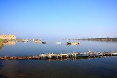 La baia blu con il mare calmo Fotografia Stock Libera da Diritti