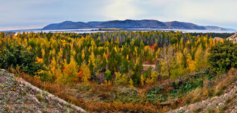 La baia del fiume Volga le montagne di Zhiguli. Fotografia Stock