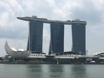 La baia del porticciolo smeriglia l'hotel a Singapore Immagini Stock