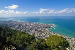 La baia di Jounieh dalla collina di Harissa, Libano fotografia stock