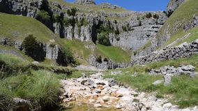 La baia di Malham, Saddleworth attracca, cicatrice di Gordale, 3 video in 1 stock footage