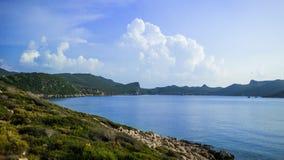 La baia e la spiaggia di Limanagzi Immagine Stock