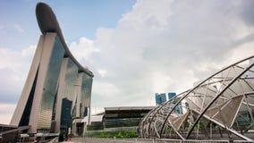La baia famosa del porticciolo dell'hotel del giorno soleggiato insabbia il lasso di tempo di panorama 4k del ponte dell'elica Si video d archivio