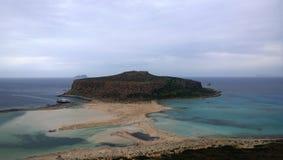La baia famosa di Balos e la confluenza di tre mari in tempo nuvoloso Fotografia Stock