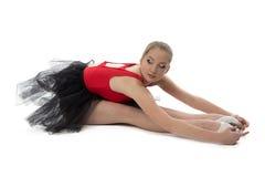 La ballerina fa l'allungamento degli esercizi Fotografie Stock
