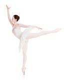 La ballerine fait l'arabesque de position de ballet d'isolement sur le fond blanc images stock