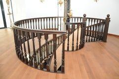 La balustrade de l'escalier en spirale accomplissement Photo libre de droits