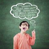 La bambina allegra impara la multi lingua Fotografia Stock Libera da Diritti