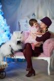 La bambina con la sua madre fotografia stock libera da diritti